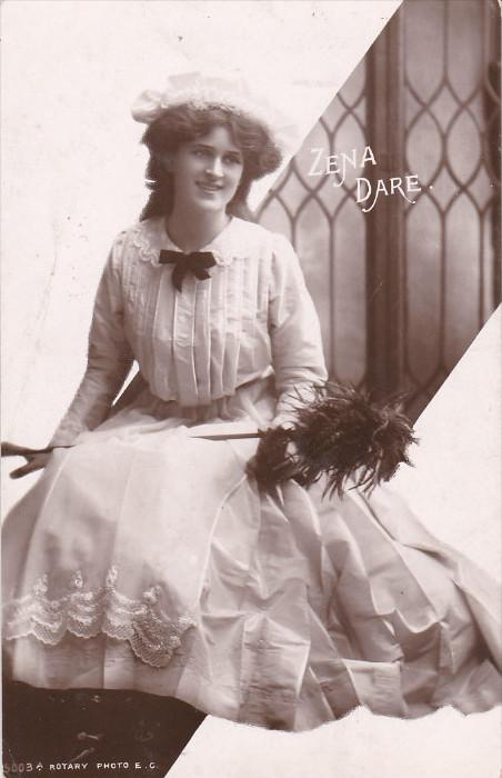 RP; Miss Zena Dare, English singer and actress with friends, PU-1907