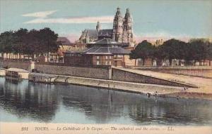 France Tours La Cathedrale et le Cirque