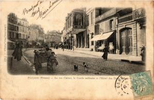 CPA POITIERS - La rue Carnot le Cercle militaire et l'Hotel des Trois (255710)