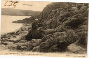 CPA Cote-d'Eméraude - ROTHÉNEUF - L'Ermite sculptant les rochers (226896)