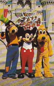 Florida Orlando Walt Disney World Goofy Mickey And Pluto Pose With One Of The...