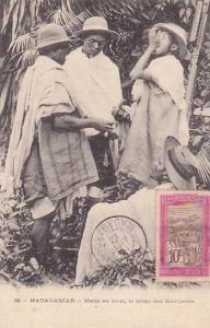 Madagascar Halte en foret le tabac des Bourjanes 1912