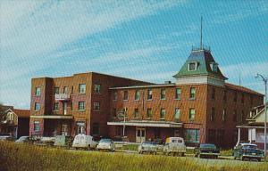 Chateau Inn , AMOS , Quebec , Canada , 50-60s