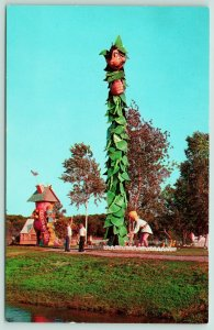 Wisconsin Dells~Storybook Land~Jack Cuts Down the Bean Stalk with Giant~1950s