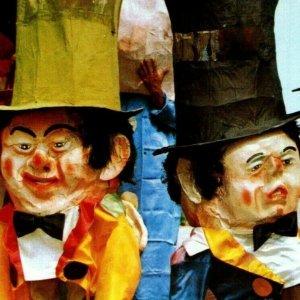 Canaval Comparsa de los Cabezones Big Head puppets Barranquilla Columbia