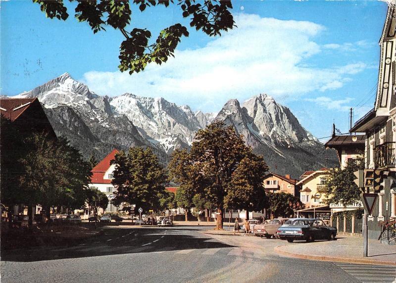 GG13259 Garmisch-Partenkirchen Marienplatz Strasse Auto Cars Panorama
