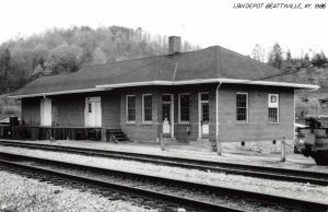 Beattyville Kentucky 1986 Louisville & Nashville train depot real photo pc Y9310