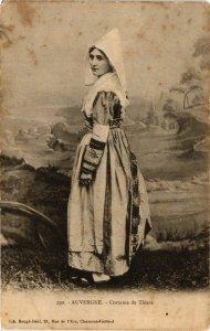 CPA Auvergne - Costume de THIERS (374437)