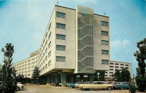 Jamaica New York~International Hotel~JFK Airport~Cars With Fins~1964 Postcard
