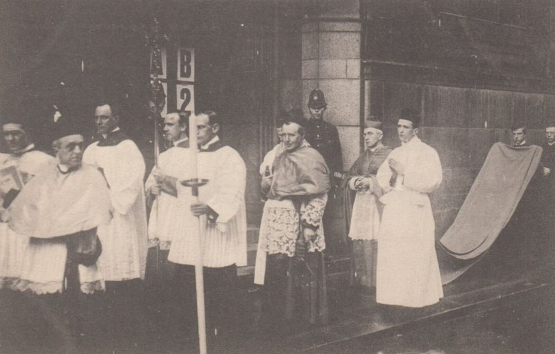 LONDON , England , 00-10s ; Archbishop in Procession