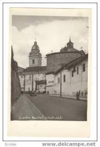 RP: Carretera Nacional, Entrada Quito, Ecuador, 20-30s