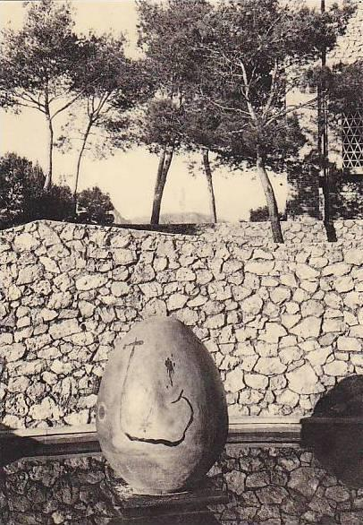 Egg-Shape Art, Fondation M. Et A. Maeght St. Paul, France, 1940-1950s