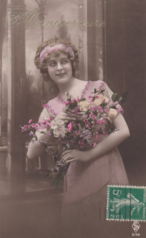 RP: woman holding flowers , 00-10s