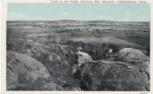 FREDERICKSBURG , Texas , 1910s ; Farms in valley , Bear Mountain