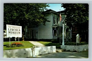 Springfield IL, Abraham Lincoln Museum, Chrome Illinois Postcard