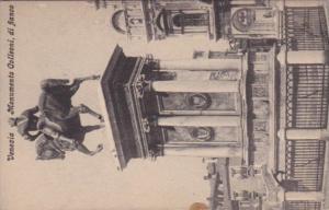 Italy Venezia Monumento Colleoni di fianco