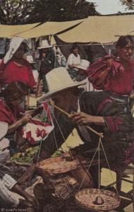 GUATEMALA, 20-40s : Market Scene , CHICHICASTENANGO