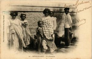 CPA DIEGO-SUAREZ A la fontaine MADAGASCAR (709620)