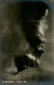 Italy -  Naples. Mt Vesuvio Eruption in 1906.    *RPPC