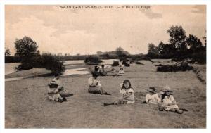 1344  France Saint Aignan  l'lle et la plage children on beach