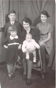 SHEFFIELD YORKSHIRE UK WIFE & 4 CHILDREN REAL PHOTO POSTCARD 1943 REBECCA FAMILY