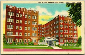 1940s Sioux City, Iowa Postcard THE SIOUX APARTMENT HOTEL Building View Linen