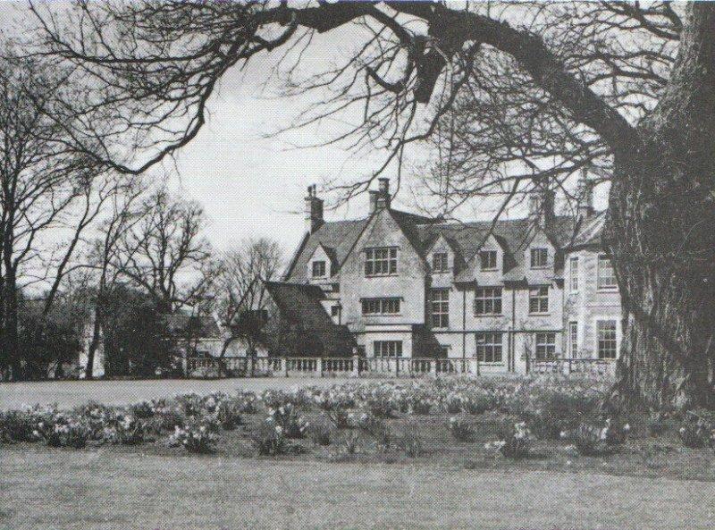 Northamptonshire Postcard - Barnwell Manor - Northampton - Ref 8225A