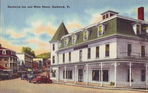 P1238 unused linen postcard hardwick inn and main st. hardwick vermont, old cars