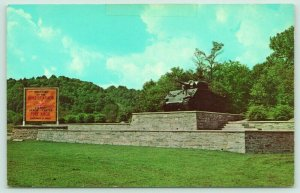 Fort Knox Kentucky~Dixe Highway Tank Monument~Armor Center~Marker 6 Miles~1961