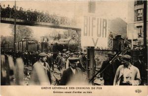 CPA PARIS Greve générale des Chemins de Fer- Grévistes (700416)