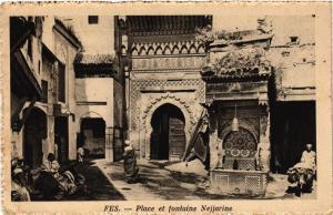 CPA Fes Place et fontaine Nejjarine MAROC (688347)