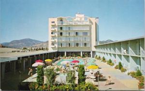 Capri Motor Hotel Kelowna BC Pool Unused Vintage Postcard E31