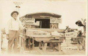RP: OREANA , Nevada , 1930s ; DAD LEES , Reformed Gambler Roadside stand