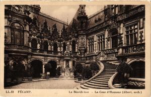 CPA Fécamp-La Bénédictine, La Cour d'Honneur (347657)
