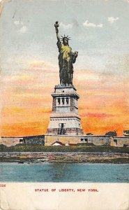 Statue of Liberty New York City, USA 1907