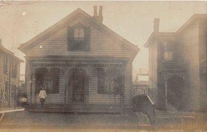 G22/ Wellsville Ohio RPPC Postcard 1909 Home Residence Child