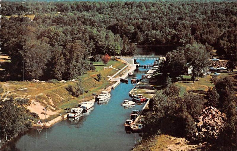 Canada Trent Canal System lake Couchiching Boats Bateaux
