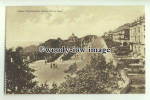 tp9461 - Essex - Walking up the Upper Promenade, at Westcliff-on-Sea - Postcard