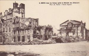 France Reims dans les Ruines apres la Retraite des Allemands Place du Parvis
