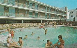 ATLANTIC CITY , New Jersey, 1950-60s ; Colton Manor , Swimming Pool