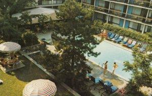 TORONTO , Ontario , Canada , 1950-60s ; Four Seasons Hotel
