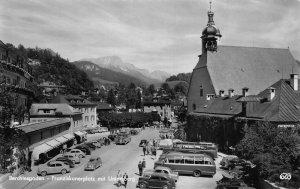 Berchtesgaden Franziskanerplatz mit Unterbserg Vintage Cars Postcard