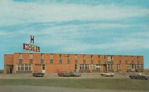 SWIFT CURRENT , Saskatchewan , Canada , 1950-60s ; Skyline Motor Hotel