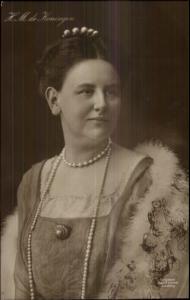 Queen of Netherlands Long Pearl Necklace HM De Koningin Real Photo Postcard