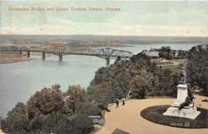 Ontario  Ottawa  Alexandra Bridge and Queen Victoria Stature