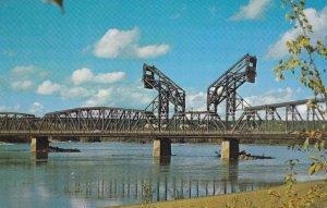 PRINCE GEORGE , B.C. , Canada , 50-60s ; Bridge over Fraser River