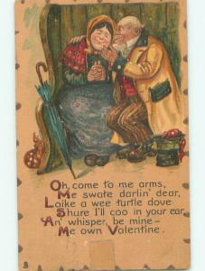 Pre-Linen Valentine OLD COUPLE SITTING TOGETHER AB2835