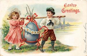 F30/ Easter Postcard Holiday Greetings 1907 Children Carrying Fancy Egg 13