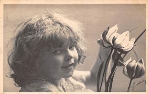 Postcard Young girl, flowers souvenir 1906