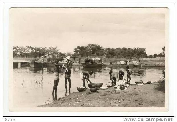 RP  A.O.F.- SOUDAN, Lessive au bord du Niger, 20-40s  washing clothes in river